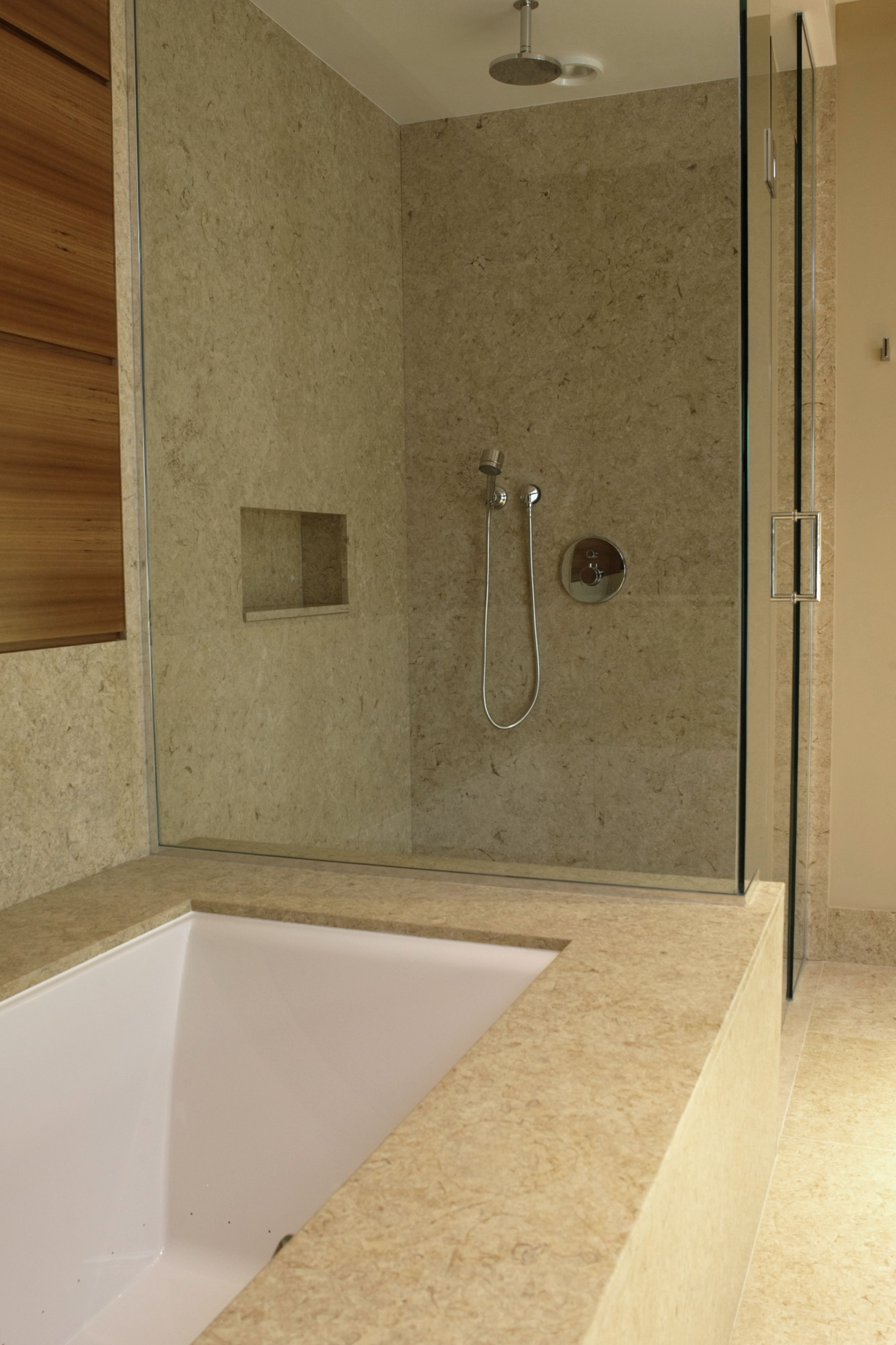Tub surround and skirt with splash with showers walls with niche in ...