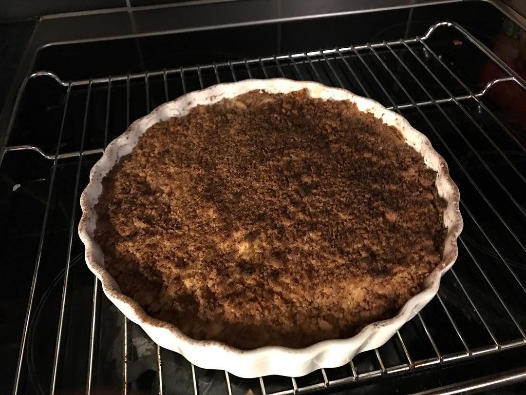 Made a pie for my family today.  tasty  #pie #applepie #apple #paj #äppelpaj #äpplen #äpple