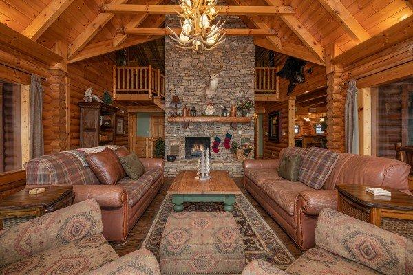 Lookout Lodge Luxury Plus 5 Bedroom Pigeon Cabin