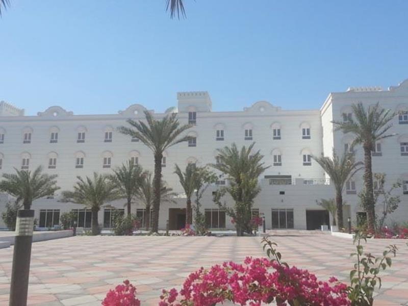 Sohar Royal Garden Hotel Oman Middle East The 4 Star Royal Garden Hotel Offers Comfort And Convenience Whether You Re On Business Or Royal Garden Hotel Garden