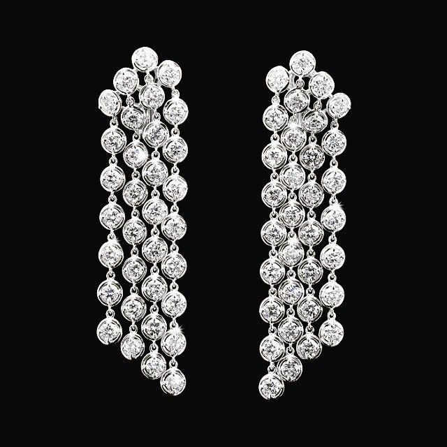 These #Diamond Bubble Earrings are perfect for a summer wedding #jewelry #weddingstyle #sashaprimak #weddingseason