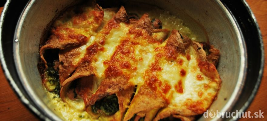 Baked omelette with spinach and mozzarella in Remoska (use Google Translate for the recipe)
