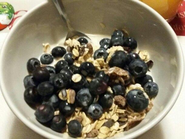 Breakfast muesli & blueberries