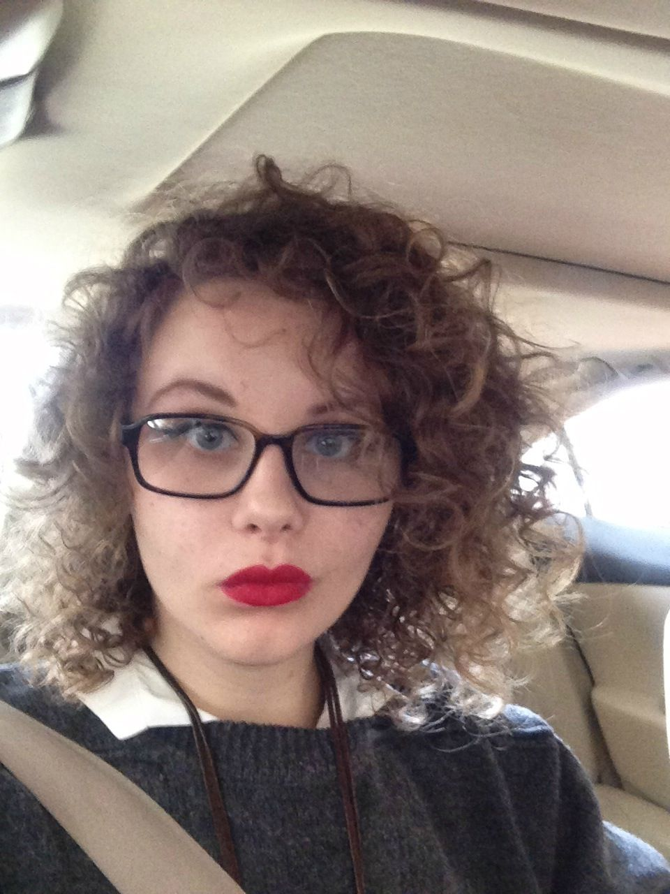 curly hair, red lips, glasses, hipster girl | 3/4 indie 1/4
