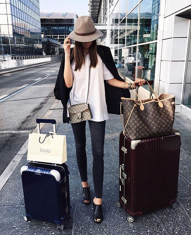 louis vuitton neverfull rimowa luggage new two girls. Black Bedroom Furniture Sets. Home Design Ideas