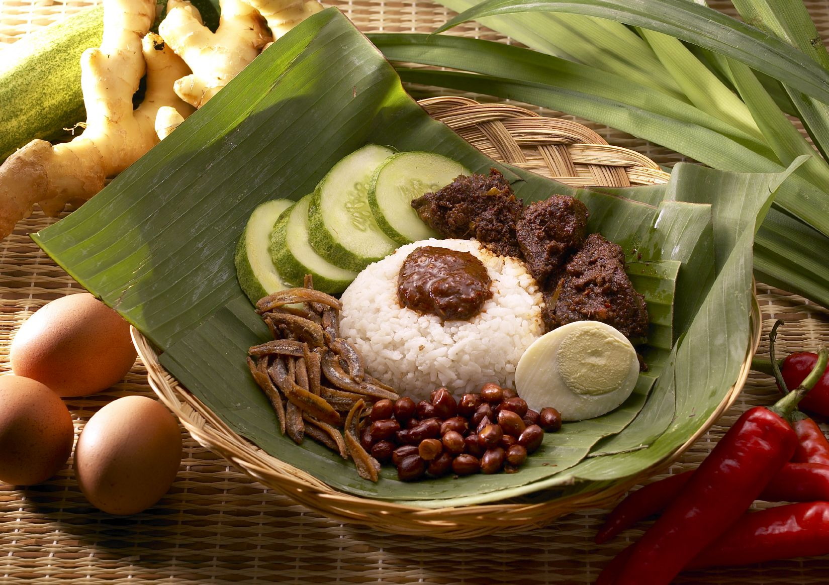 Another Look At The Always Delicious Nasi Lemak A Traditional Malaysian Dish Food Food Network Recipes Malaysian Food