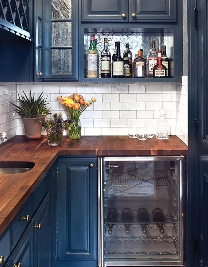 navy blue kitchens are eous and trending purewow navykitchen in 2020 kitchen cabinets on kitchen decor navy id=64576