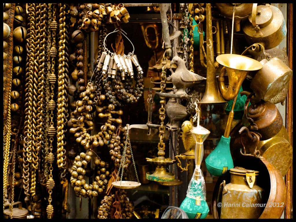 Chor bazaar mumbai india chor bazaar mumbai for Furniture bazaar