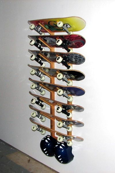 Attirant Eight 8 Skateboard Wall Rack