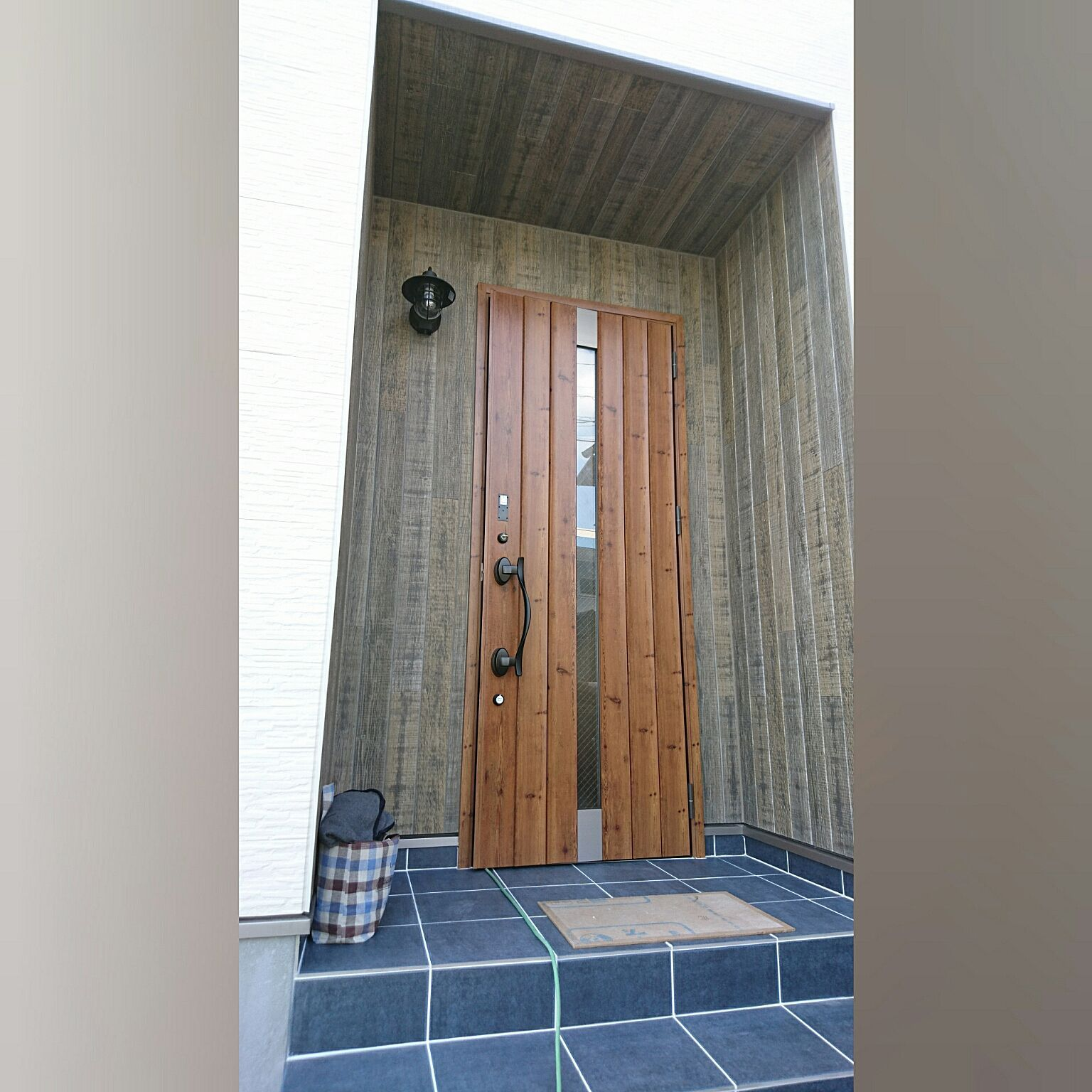 玄関 入り口 Lixil玄関ドア エストレモウッド Lixil 玄関ドア などのインテリア実例 2017 03 12 11 07 00 Roomclip ルームクリップ 玄関 Lixil 玄関ドア 玄関