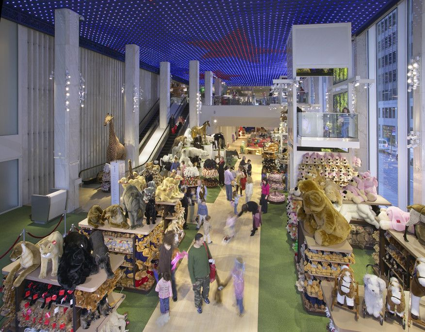 The fao schwarz flagship store on fifth avenue retail the fao schwarz flagship store on fifth avenue sciox Image collections