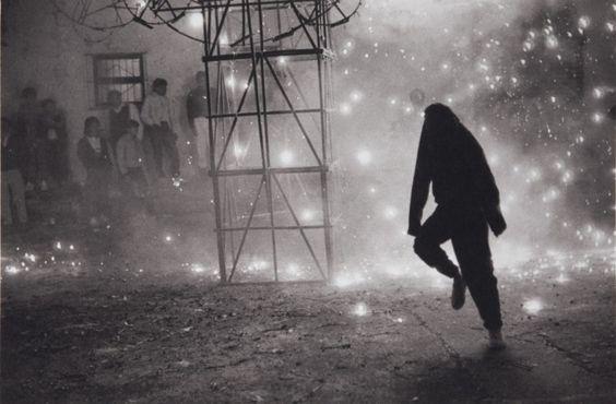 Castillo en el Barrio del Niño (Fireworks in the Barrio del Niño) // Manuel Alvarez Bravo:
