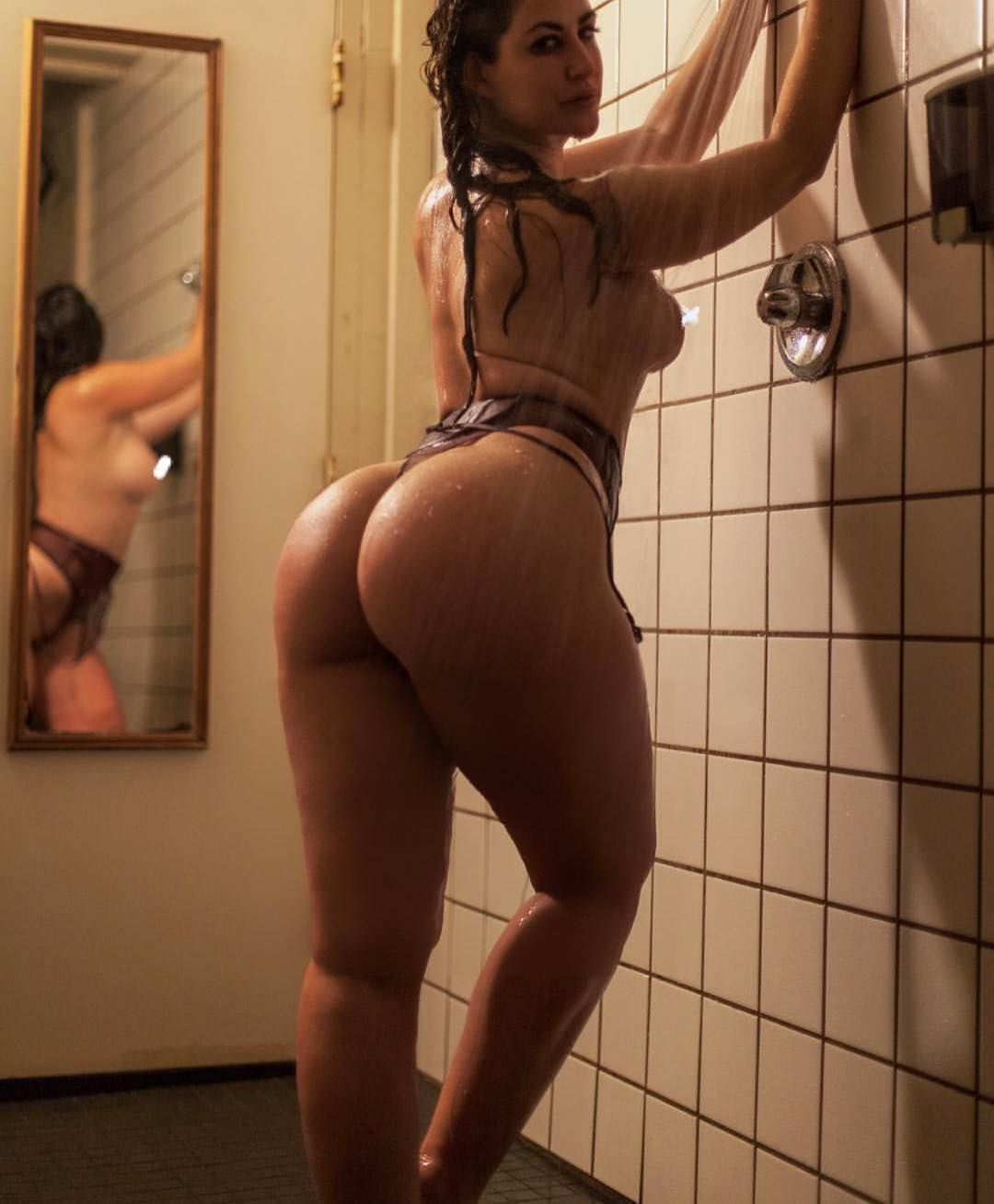 Busty Booty Pics
