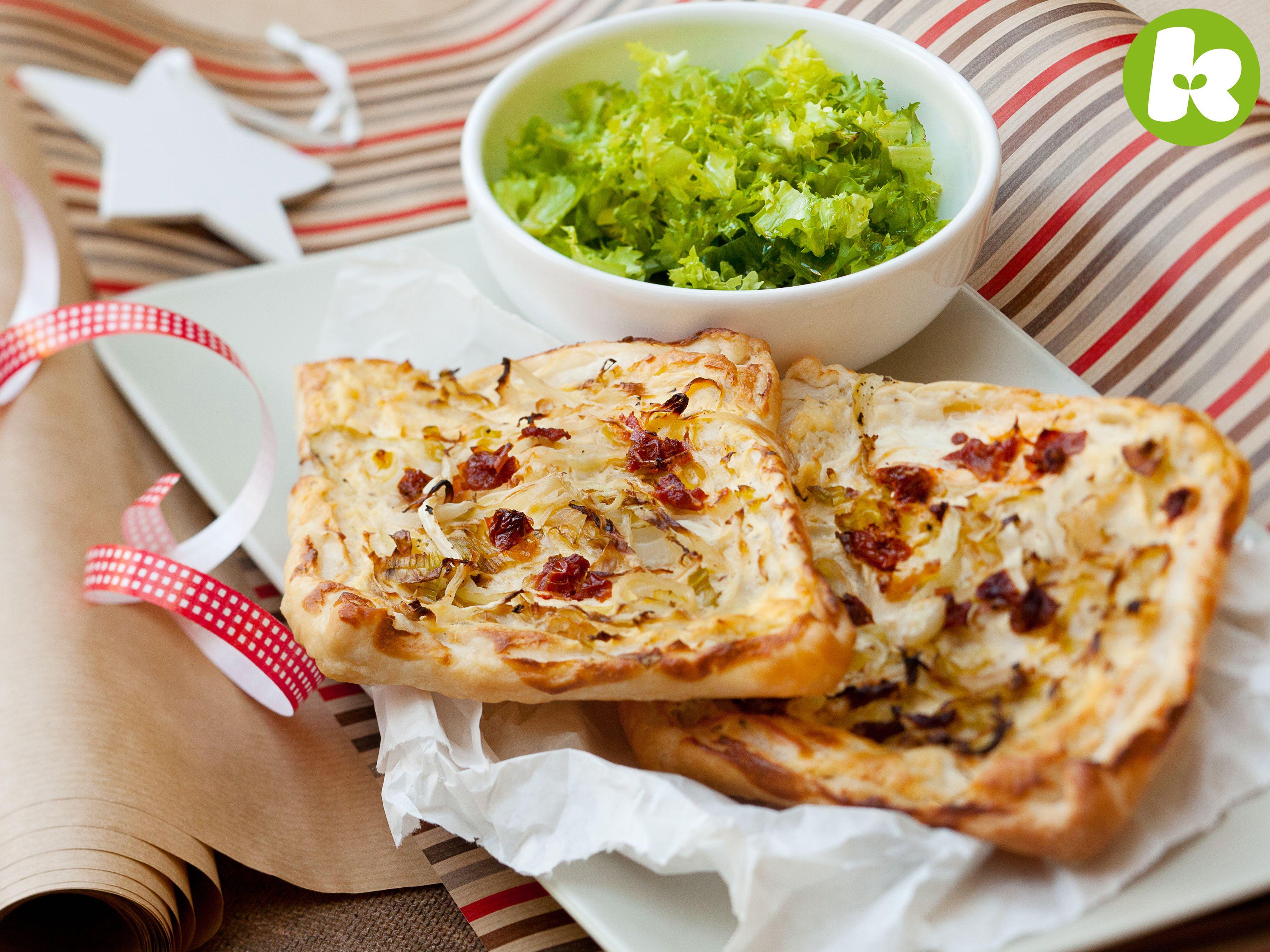 Spitzkohl-Tarte mit getrockneten Tomaten und Endiviensalat