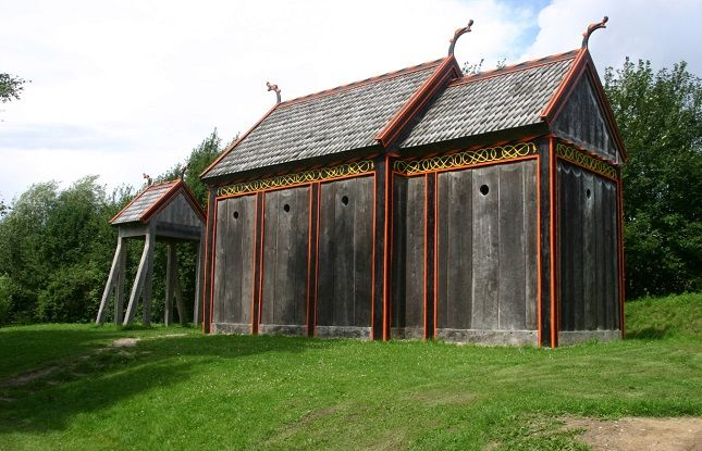 In the Viking period the first churches were built. These buildings were made of wood (stave churches). None of the early wooden churches are preserved today, but traces of them have been found under floors and as timbers forming parts of existing stone churches. The wooden church at Hørning is likely to have looked like this. It has been reconstructed by Moesgård Museum. Photo: Sten Porse.