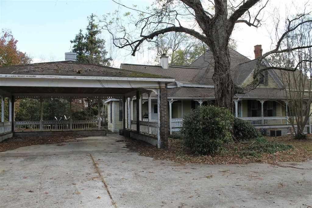 c. 1880 Queen Anne - Elko, GA - $75,000 - Old House Dreams