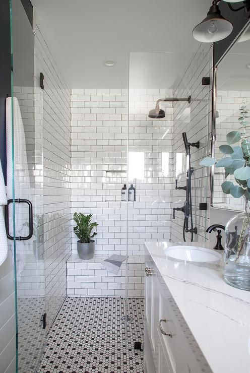 Photo of The elegant bathroom in white and navy blue has a seamless …
