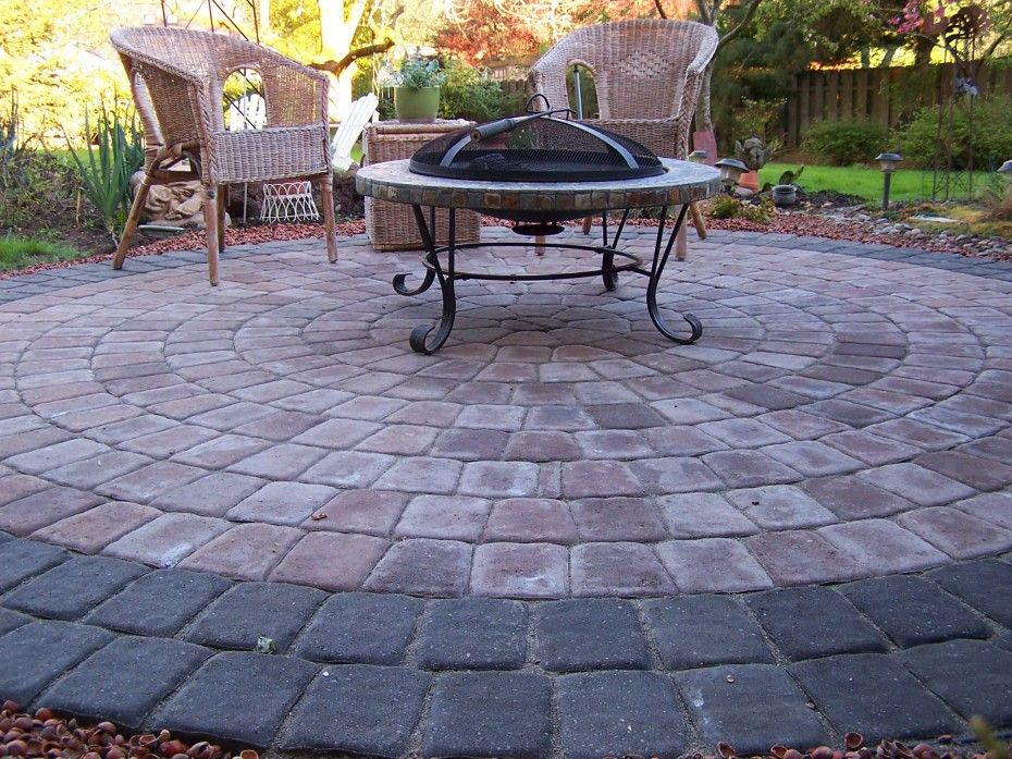 Garden Inspiration. Marvelous Backyard Pavers Designs, Patterns And  Pictures: Classic Round Outdoor Table Iron Leg And Rattan Patio Chairs O..