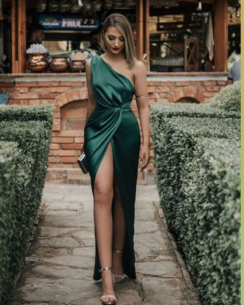 35 Casual Summer Fashion With Beautiful Dresses Green Evening Dress Dark Green Prom Dresses Green Prom Dress [ 999 x 800 Pixel ]