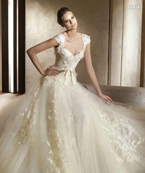 Vestido de novia en color ivory