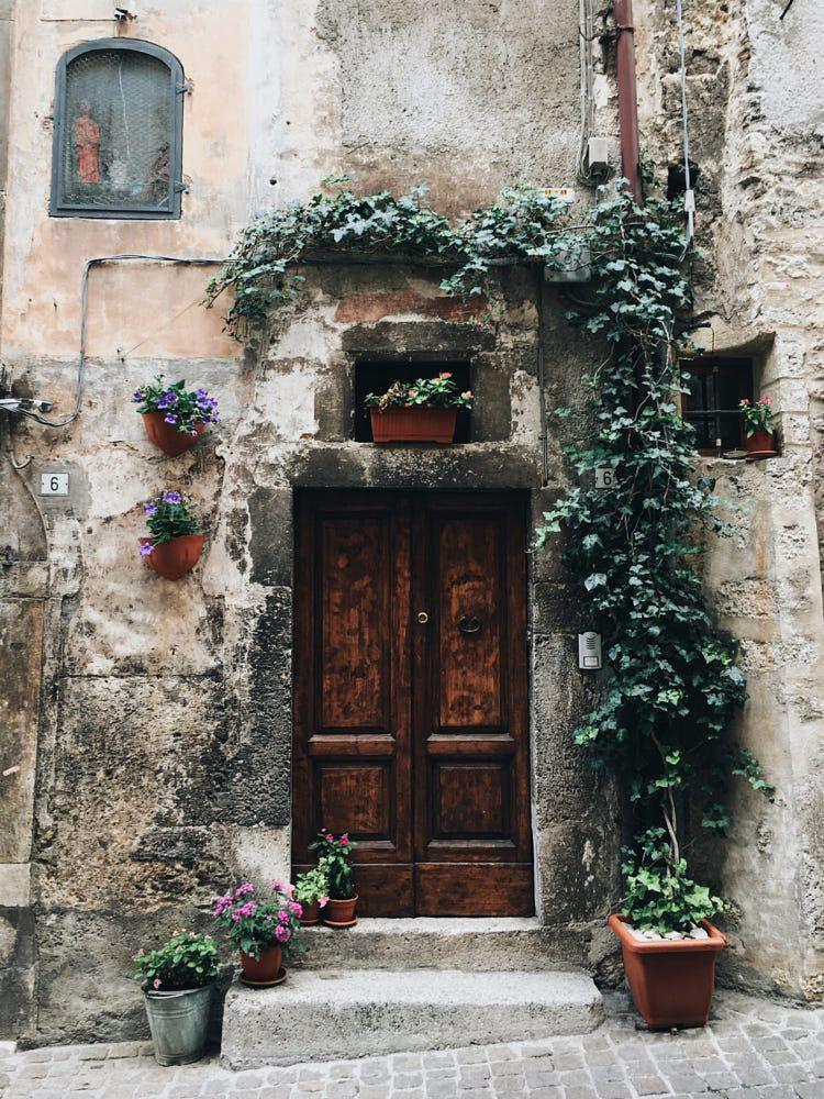 Italian door in Scanno (Abruzzo)