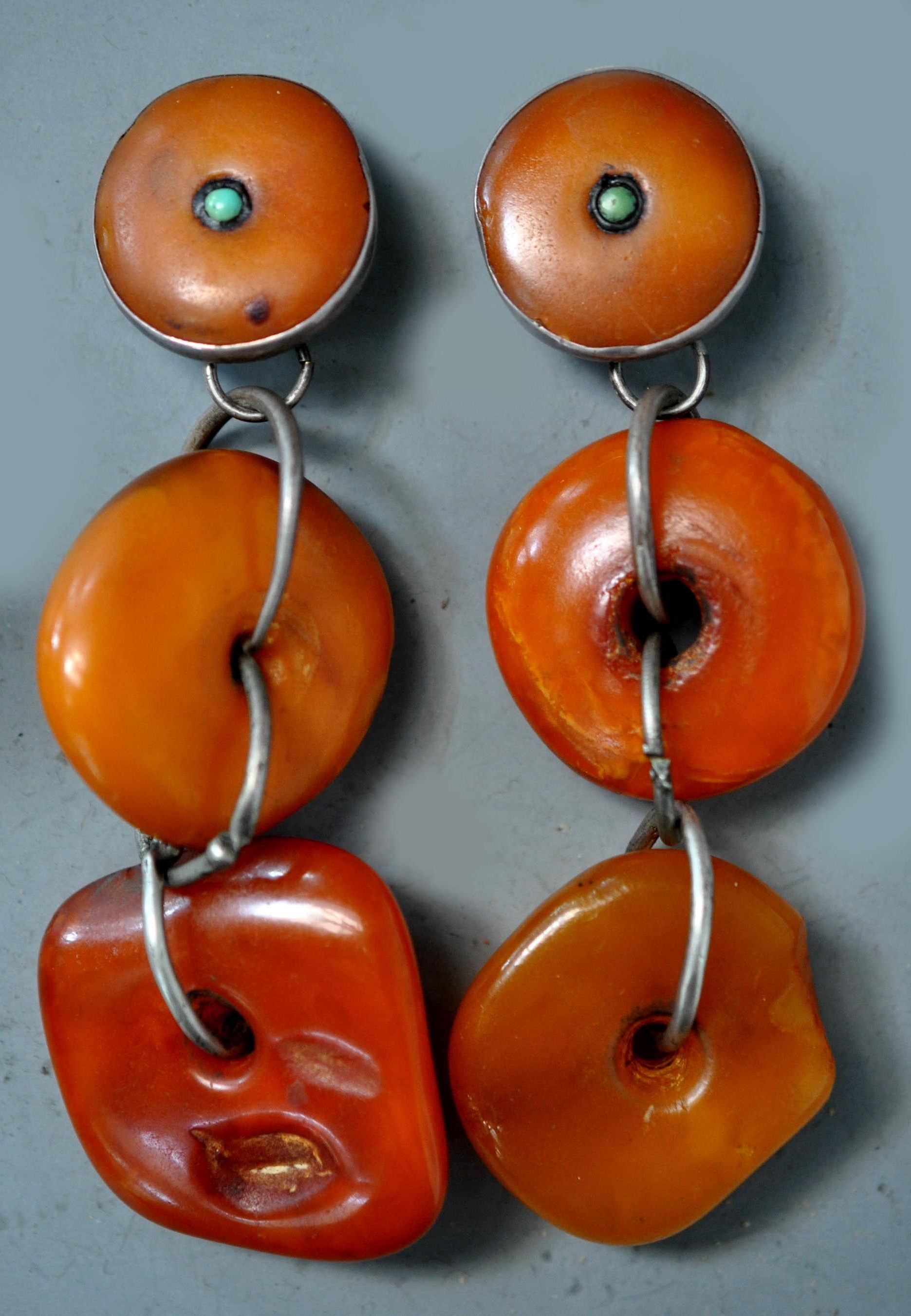 Earrings designed with antique amber from Tibet, combined with silver links designed by Linda Pastorino