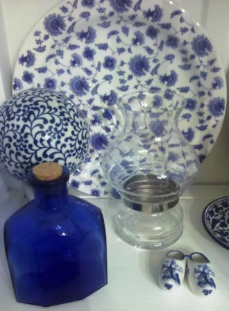 I <3 my blue and white dish collection.