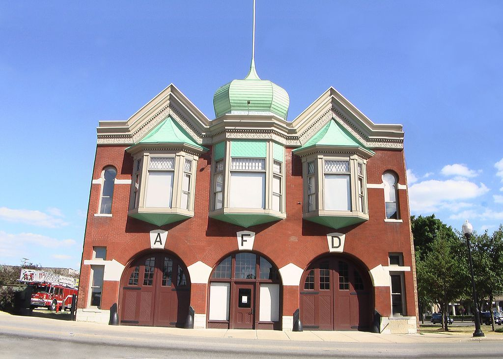 The Old Central Fire Station Aurora Illinois Now Home To The Aurora Regional Fire Museum Fire Station Fire Hall House Fire
