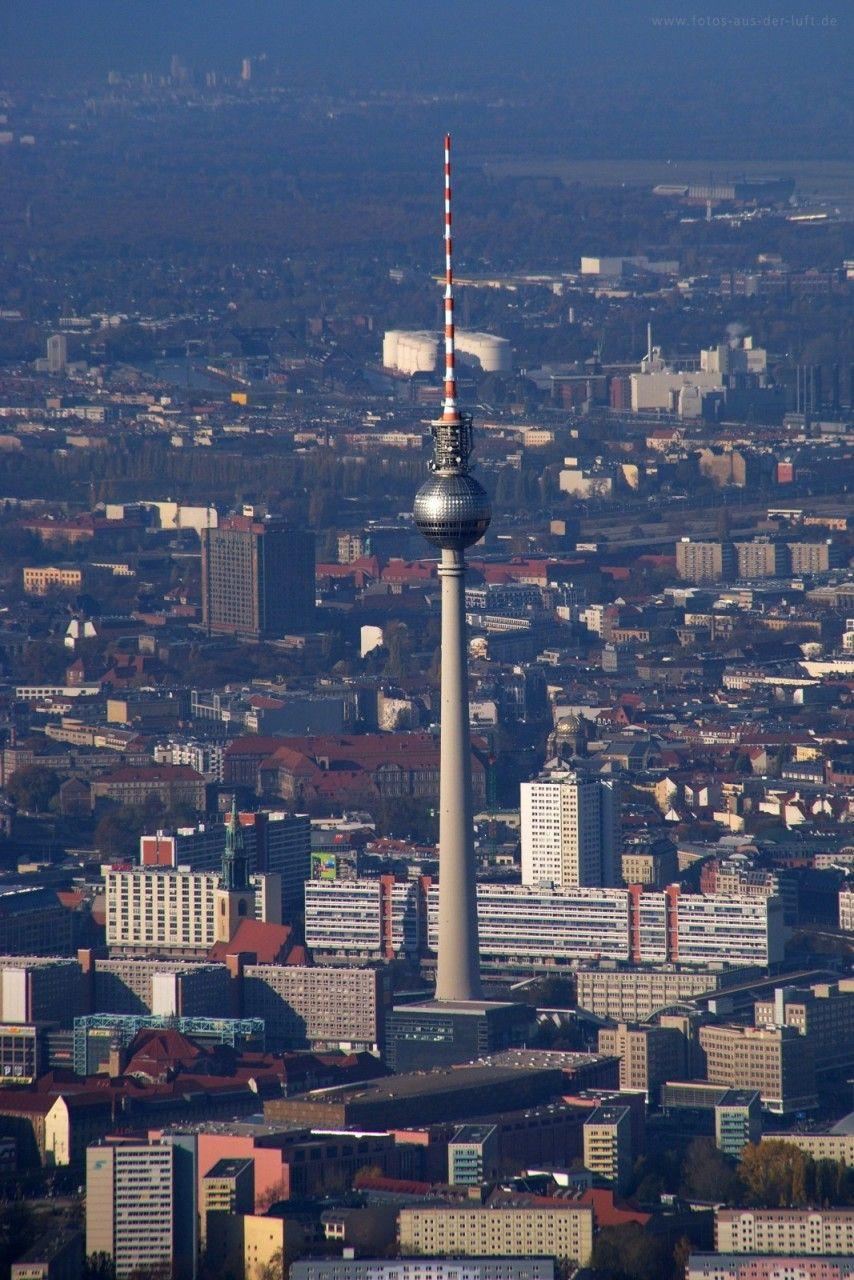 Berlin-Mitte - Ruas pequenas, vielas, passagens que atravessam galerias de arte, restaurantes de todos os gêneros e uma infinita quantidade de cafés, teatros e museus espalhados por todos os cantos.