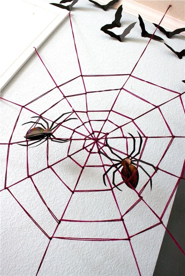 Diy Halloween Decorations Spooky Spider Web And A Giant Spider Halloween Spider Decorations Giant Yarn Spider Web