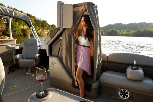 Premier Pontoon Boats >> Premier 290 Grand Entertainer: The changing room has a