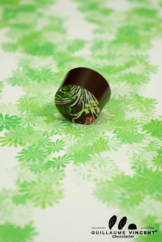 Chocolat collection éphèmere 2012.    Ganache au chocolat noir aux cacaos d'Ouganda (80 %) et du Pérou (64,5 %) à la marjolaine, enrobage au chocolat noir  http://www.guillaumevincentchocolatier.com/bonbons-de-chocolat/45-collection-ephemere.html