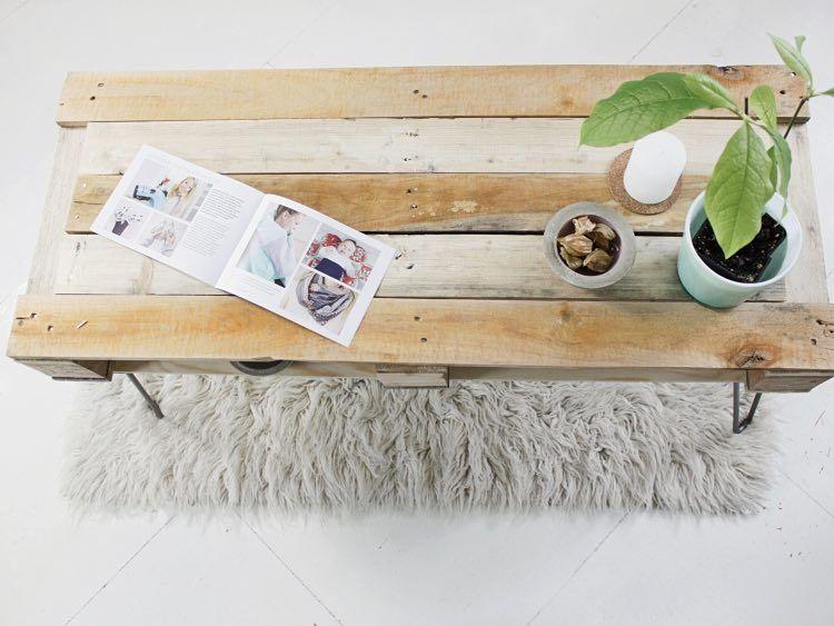 DIY-Anleitung Couchtisch aus Paletten mit Hairpins bauen via - wohnzimmertisch aus paletten