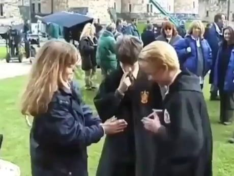 The Cast Of Harry Potter Behind The Scenes Harry Potter Scene Harry Potter Feels Harry Potter Puns