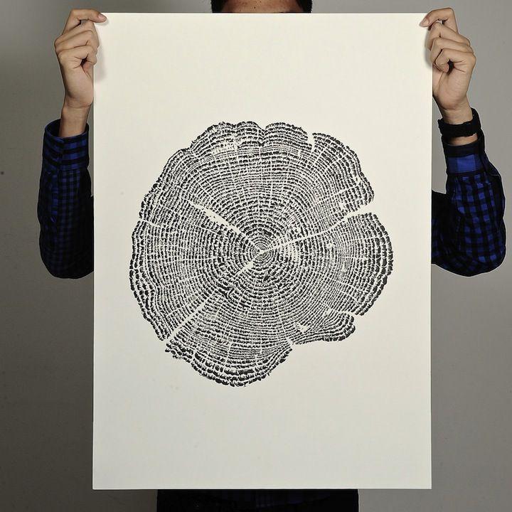 TREE OF LIFE  01.08.2011 · Design  Das 'Tree of Life' Poster sieht von weitem wie ein Querschnitt eines Baumstammes aus. Bei genauerem Hinsehen erkennt man jedoch, dass es sich bei den schwarzen Kreisen nicht um Holzringe, sondern um hunderte verschiedene Silhouetten von Tieren handelt. Das Projekt soll auf die Abholzung des Regenwaldes und die damit verbundene Zerstörung des Lebensraumes der Tiere aufmerksam machen. Den Print könnt ihrhier für 45 Dollar kaufen.