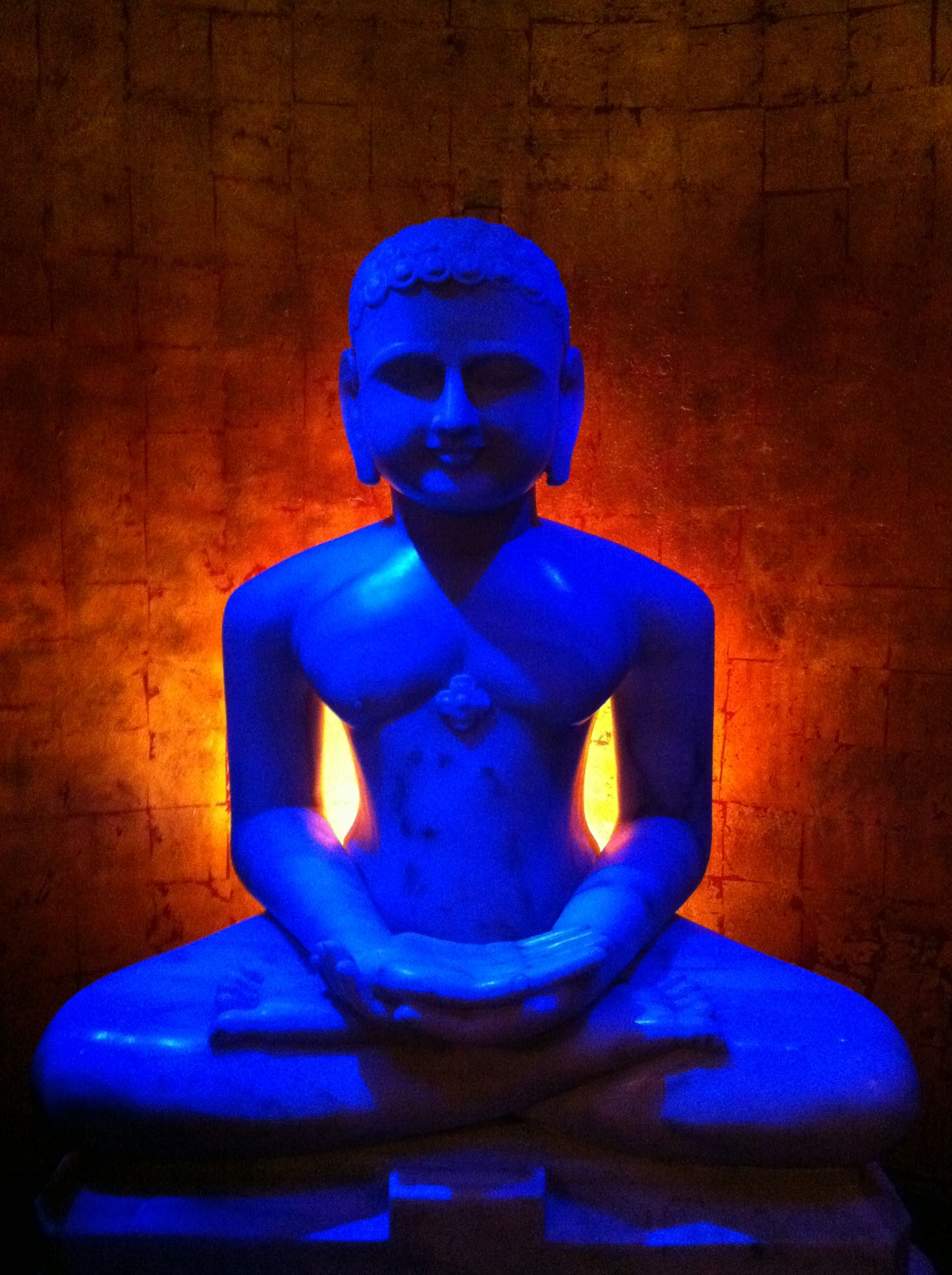 Mandalay Bay Two Bedroom Suite A Buddha Statue At The Entrance To The Foundation Room At The