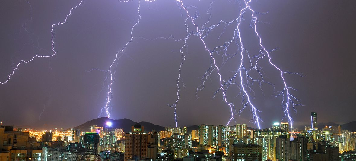 Tips To Stay Safe In A Severe Thunderstorm Weather Mate Lightning Strikes Lightning Thunderstorms