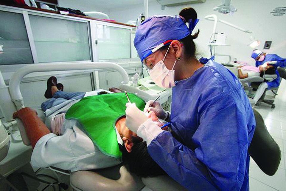 Cubre Seguro Popular atención odontológica