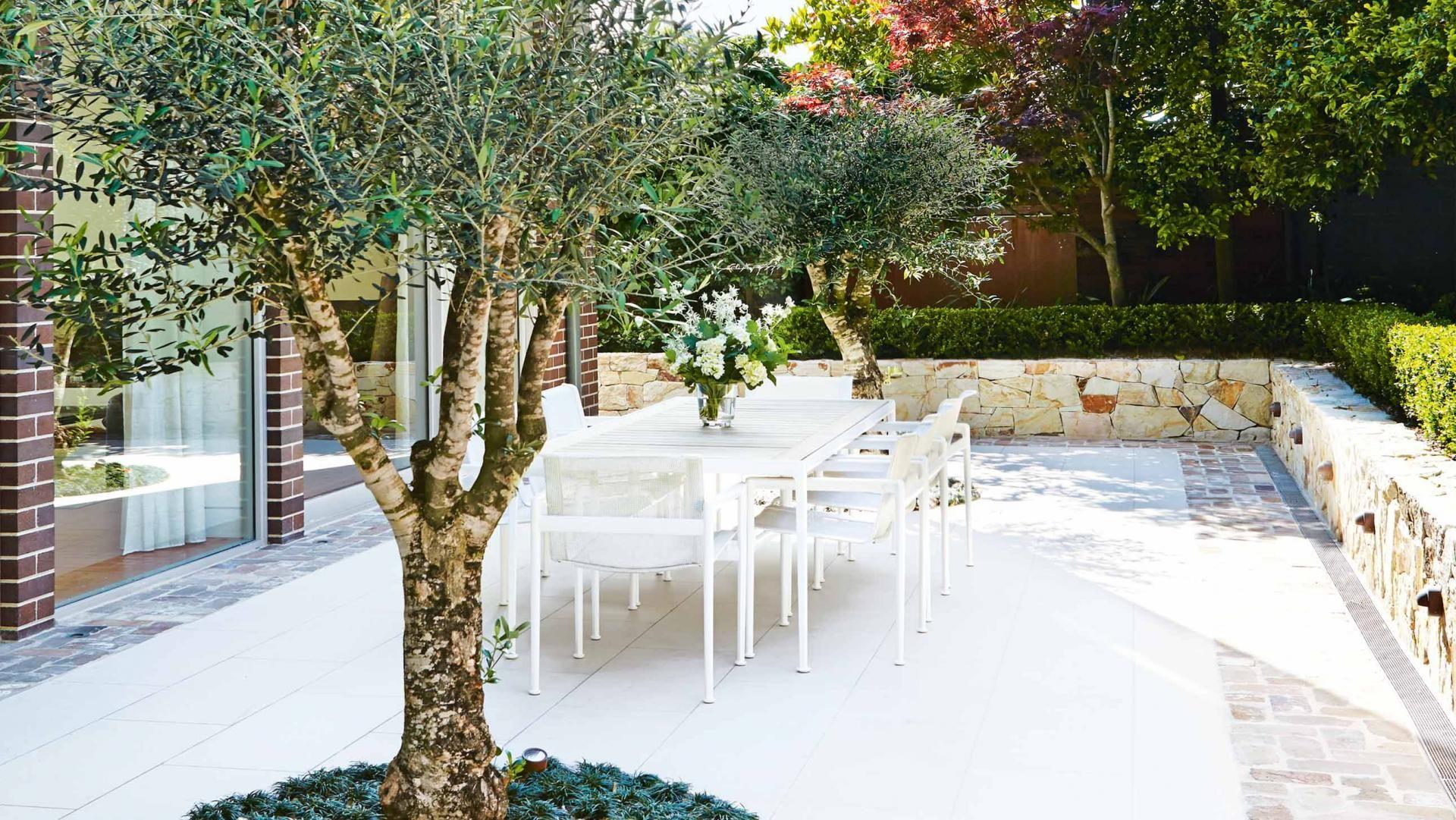 outdoor-dining-table-garden-feb16
