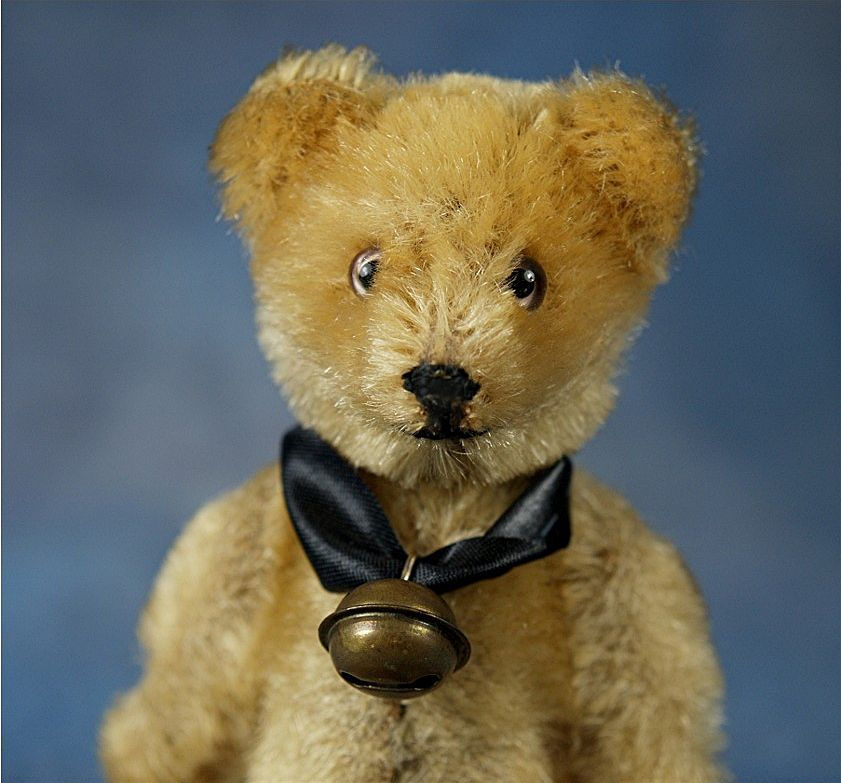 Vintage Schuco Yes/No Teddy Bear with the sweetest face. Original glass eyes and original stitching for nose and mouth.  Mohair coverage is very good