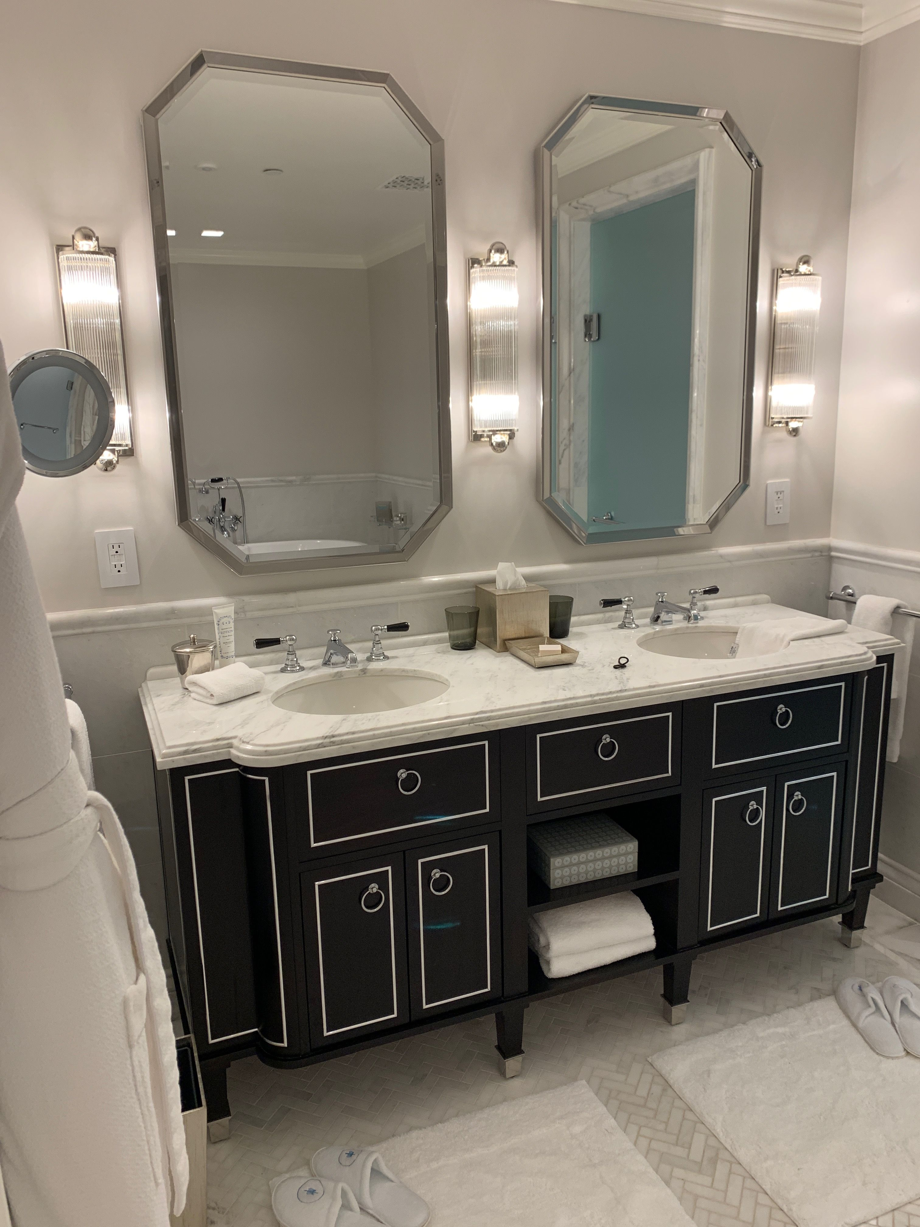 Pin By Meredith Shachoy On 90 Thorndike Bathroom Mirror Bathroom Vanity Bathroom [ 4032 x 3024 Pixel ]
