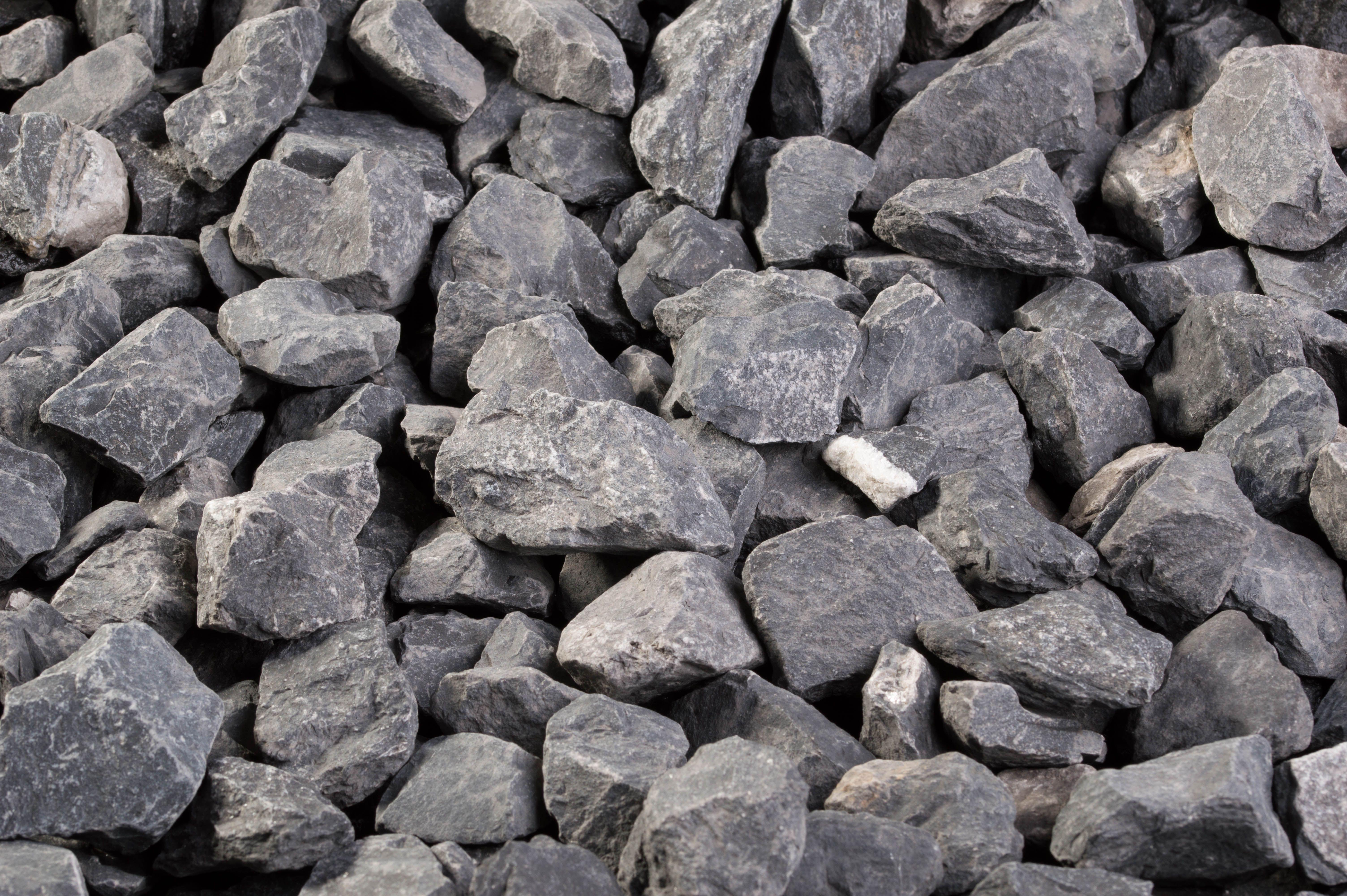 Le Dakar 30/60 mm est une roche calcaire de couleur gris foncé à ...
