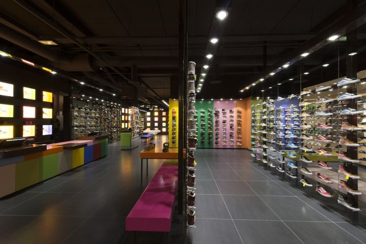 Hylton Store At Plan De Campagne By Maurice Padovani Cabries France Cabries Retail Display Store Design