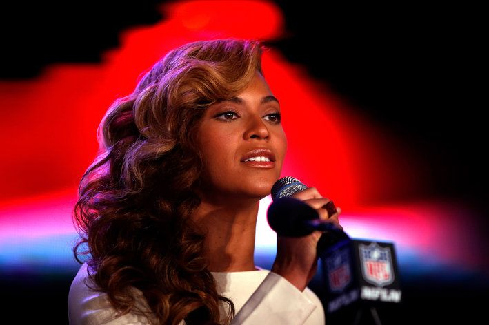 Beyonce Answers The Haters With An Anthem Retro Hairstyles Messy Bob Hairstyles Hair Styles
