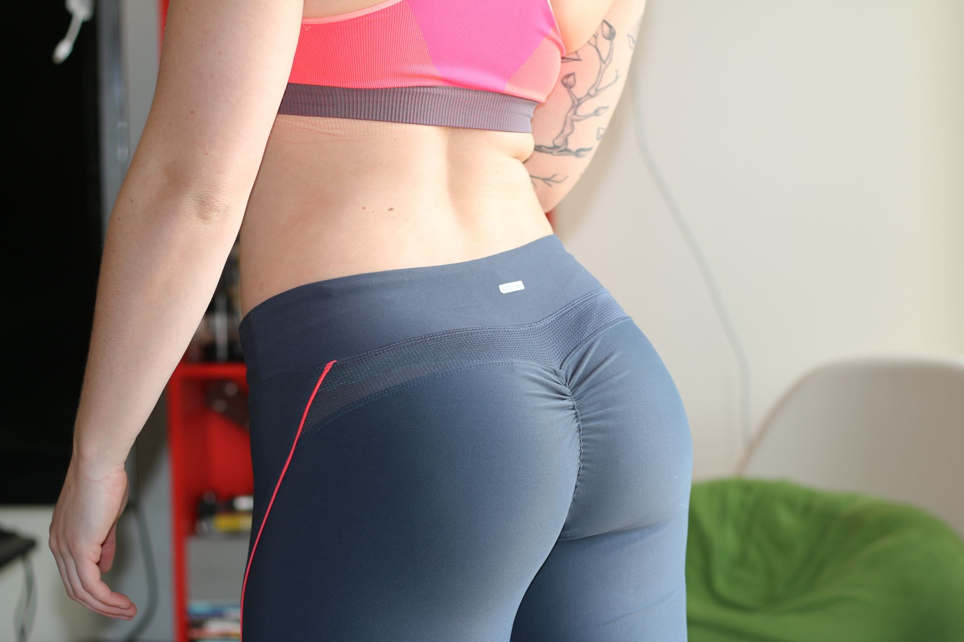 468d18e1a071f0 Learn how to make super easy DIY scrunch butt leggings in under 10 minutes.  These are guaranteed to accentuate your curves without breaking the bank!
