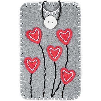 """Kleiber Kit couture """"enveloppes pour smartphone"""", gris, à coudre soi-même. Dim. finie : 15,5 x 9,4 cm. Contenu : coupons de feutrine pré-perforés, fils, bouton, aiguille en plastique, élastique en caoutchouc et notice explicative.Composition : 100 % polyesterAttention : cette enveloppe convient à des smartphones d'une dim. max. de 14,6 x 7,6 cm."""