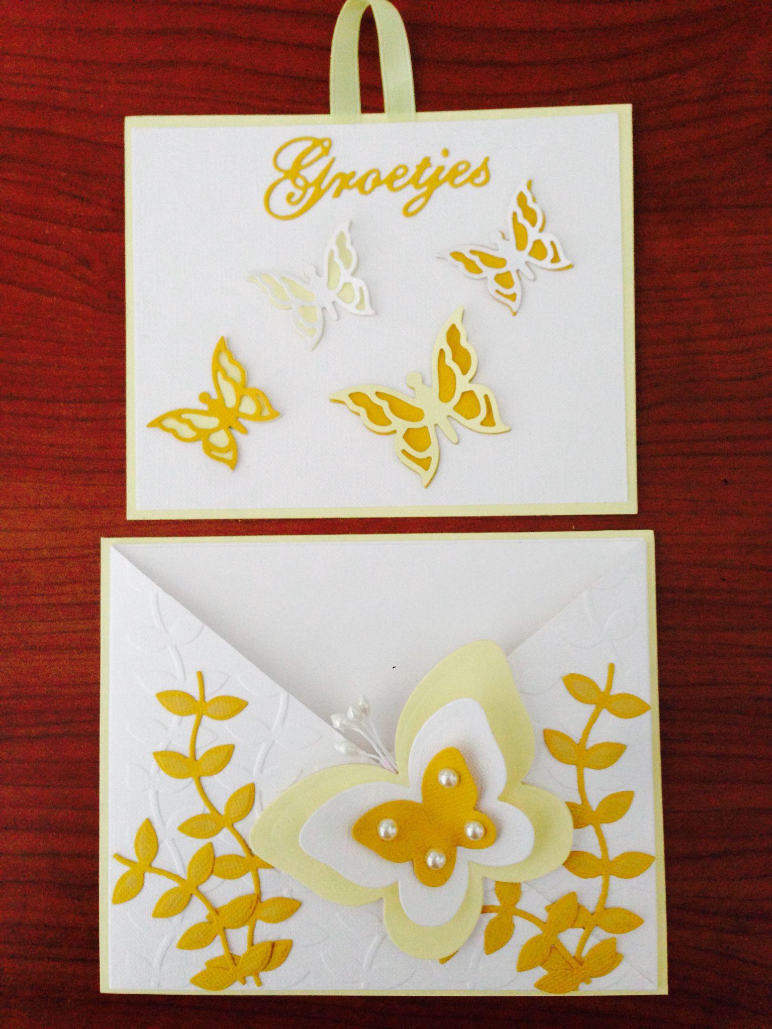 Cris cros kaart maken. de maten zijn  2x26 bij 10.5 rillen op 13 cm binnenkaart geel 10x12.5   wit 9.5 x12 onderkaart geel 13.5 x 11cm  plakken