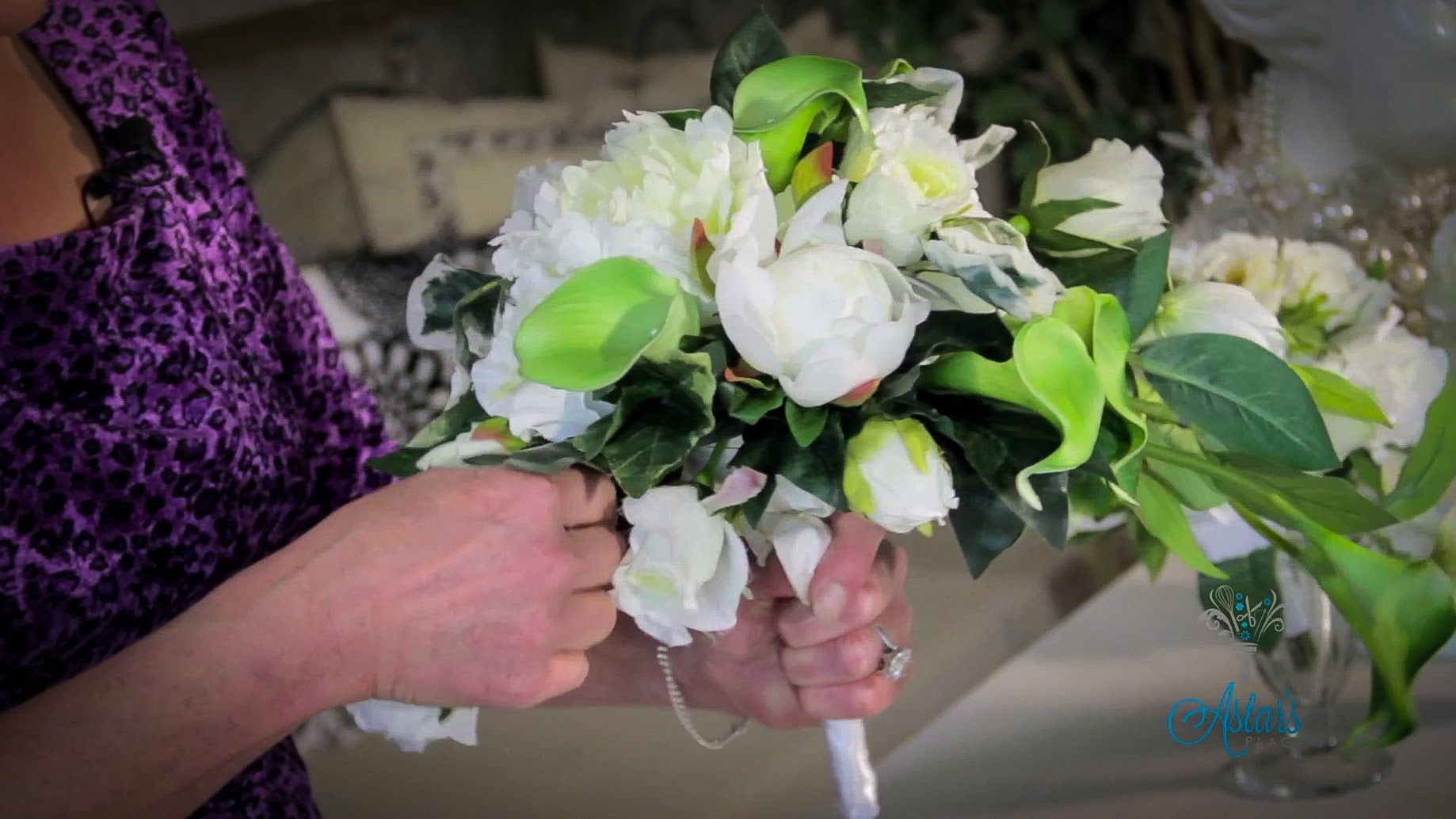 Wedding Floristry Tutorial How to make a Trailing Bouquet