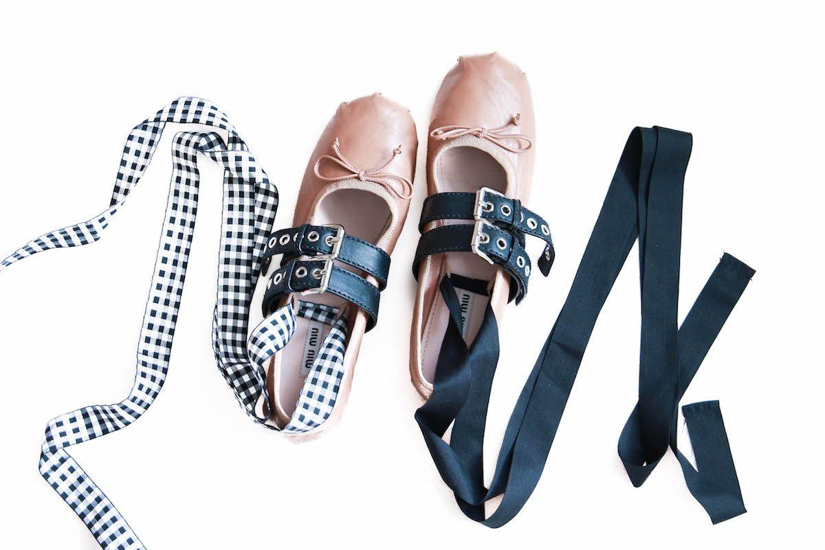 promo code 53922 ee3dd Miu Miu Leder Ballerinas mit Schnalle Bänder in Schwarz und ...