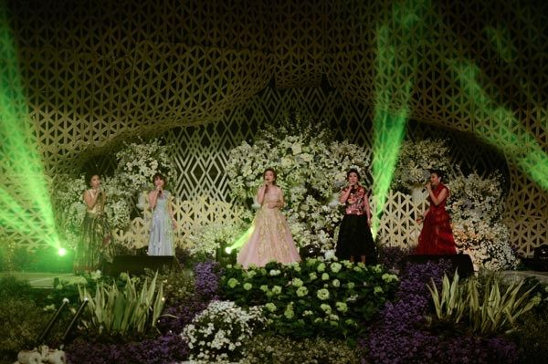 Pernikahan lilin dan elbert di surabaya international wedding pernikahan lilin dan elbert di surabaya junglespirit Choice Image